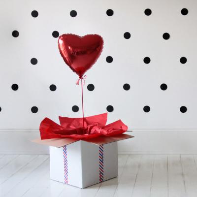 Balon czerwone serce w pudełku
